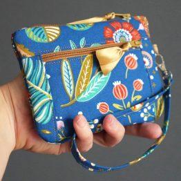 Double porte-monnaie femme tissu fleurs bleu zip marron caramel ruban doré pochette portefeuille avec dragonne cadeau original fait main - Julie & COo