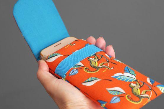 Housse de téléphone portable iPhone Xs Samsung S10 Huawei P30 tissu ouistiti orange bleu turquoise feuilles exotique fait main original - Julie & COo