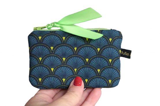 Mini porte-monnaie format mini carte de crédit tissu écailles japonaises bleu vert graphique zip ruban marine cadeau femme unique original - Julie & COo