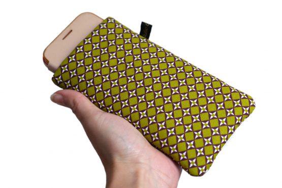 Housse iPhone Apple 11 Pro étui tissu graphique losanges vert pistache et marron téléphone portable samsung S10 fermeture élastique doré or brillant - Julie & COo