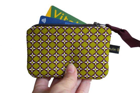 Mini porte-monnaie format carte de crédit tissu graphique losange vert pistache marron zip ruban cadeau femme unique original - Julie & COo