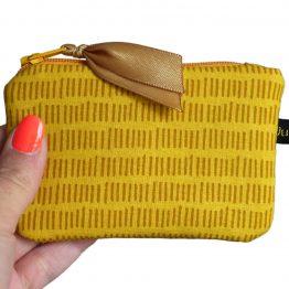 Mini porte-monnaie femme jaune tirets graphique caramel tissu coloré carte de crédit doublure zip ruban trousse pochette pratique cadeau - Julie & COo