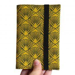 Protège-passeport couverture tissu éventails graphique jaune moutarde noir japonais femme voyage porte-document pochette fermeture élastique - Julie & COo