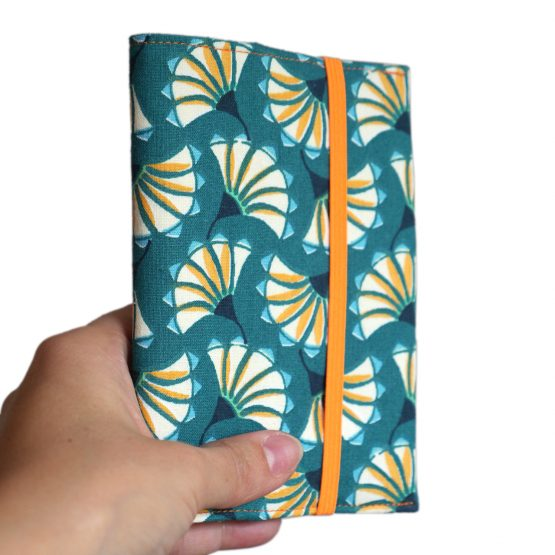 Protège-passeport en tissu fleurs éventails graphique japonais bleu turquoise orange couverture pochette femme voyage porte-document fermeture élastique fluo - Julie & COo