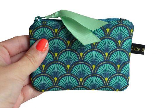 Mini porte-monnaie format carte de crédit tissu écailles japonaises bleu émeraude graphique zip ruban cadeau femme unique original - Julie & COo