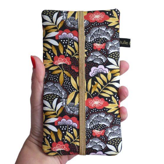 Housse iPhone 11 pro Max XS téléphone Samsusng S10+ femme tissu nagoya japonais pochette smartphone fleurs rouge terracotta jaune ocre élastique doré noir or idée cadeau Noël- Julie & COo