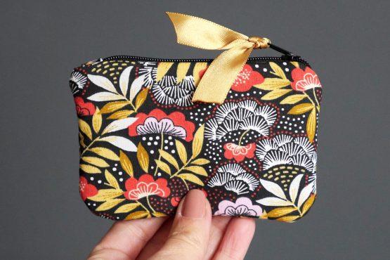 Mini porte-monnaie femme nagoya japonais carte crédit tissu fleurs rouge terracotta jaune ocre zip noir ruban doré satin trousse pochette cadeau Noël - Julie & COo