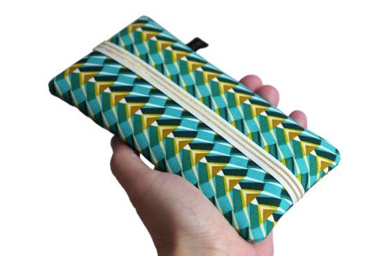 Housse téléphone portable tissu pochette femme iPhone Samsung motifs graphique pharaon ethnique bleu turquoise élastique doré étui rigide - Julie & COo