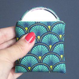 Miroir de poche motifs écailles japonaises bleu émeraude cadeau femme accessoire maquillage tissu rond 56 mm polaire menthe - Julie & COo