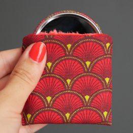 Miroir de poche motifs écailles japonaises rouge cadeau femme accessoire maquillage tissu rond 56 mm polaire - Julie & COo