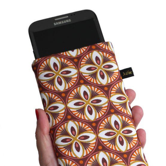 Housse téléphone tissu rosaces iPhone 11 Pro Max Samsung S20 graphique vieux rose orange rouille élastique doré fait main en France - Julie & COo