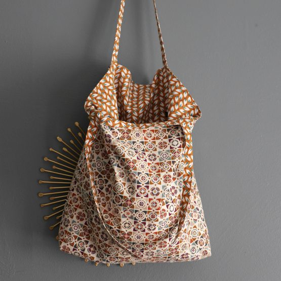 tote bag sac femme tissu réversible nouveau unique feuilles mosaique graphique caramel marron beige vacances été shopping handmade - Julie & COo