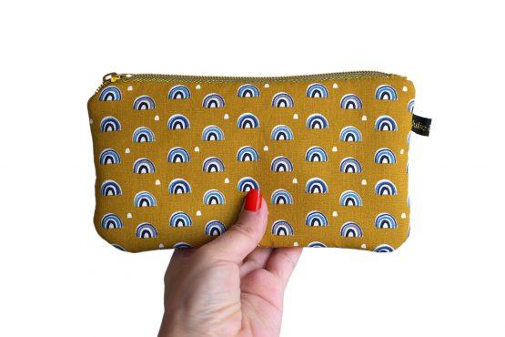 Étui à lunettes femme fait main tissu arc-en-ciel fond jaune curry zip doré pochette trousse handmade - Julie & COo