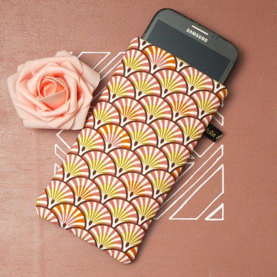 Housse chaussette téléphone tissu graphique éventails écailles japonaises vieux rose corail orange jaune moutarde élastique doré protection iPhone 11 pro Max Samsung S20+ - Julie & COo